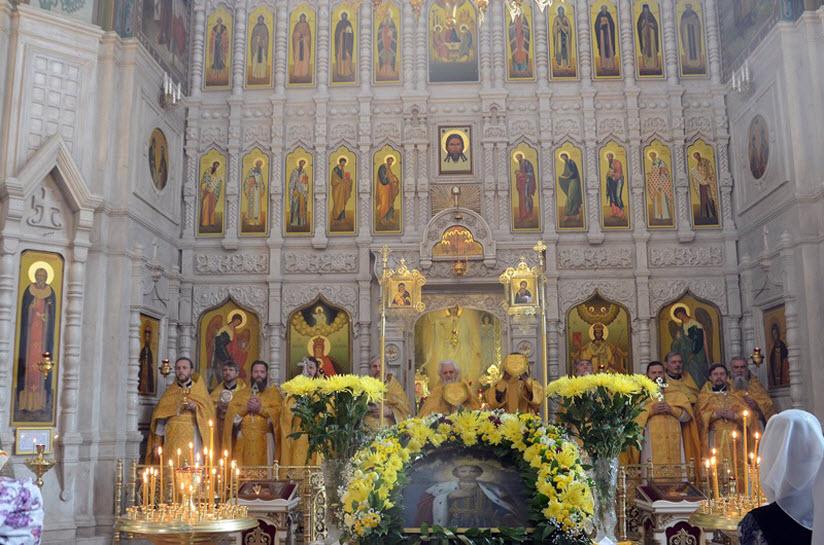 фото Александро-Невского храма внутри