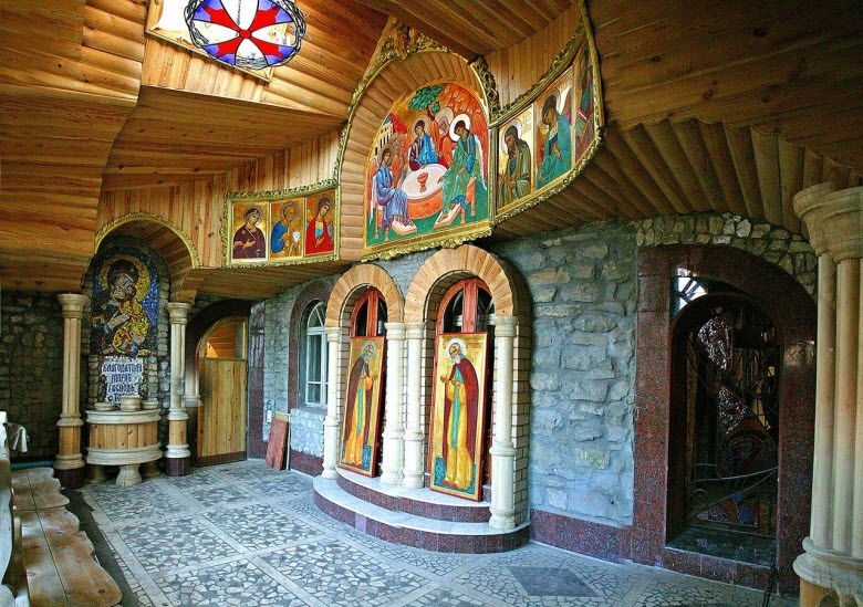 фото мозаик и фресок храма