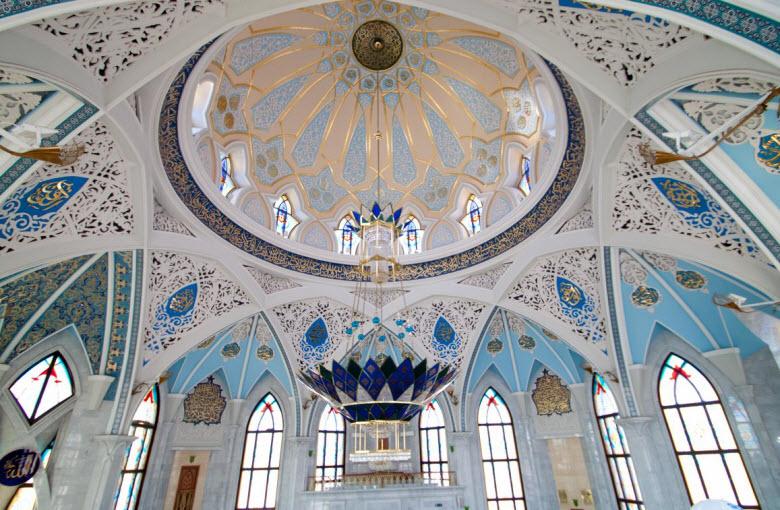 купол и окна мечети внутри