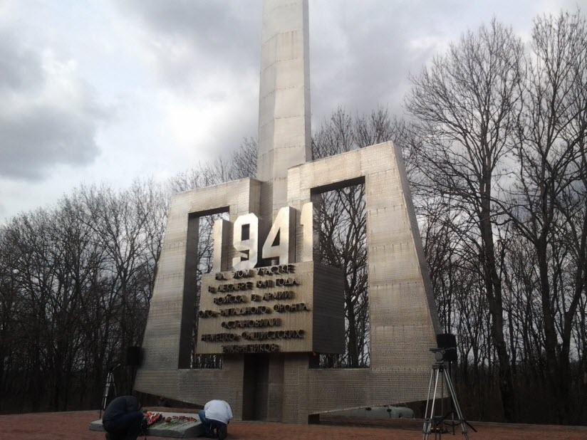 Монумент воинам 13-й армии Юго-Западного фронта