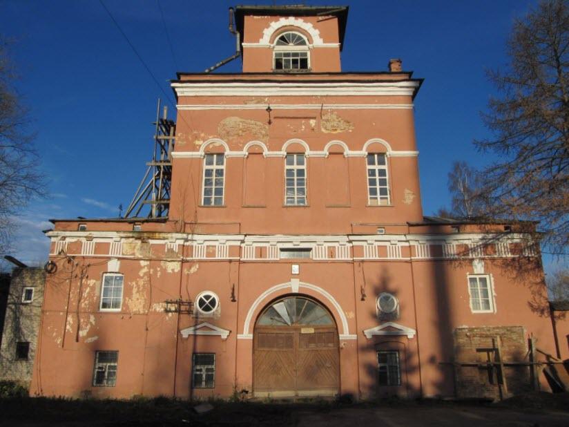 Надвратный храм монастыря