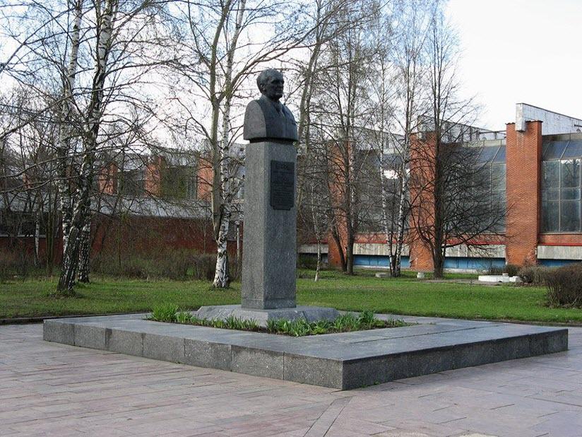 Памятник-бюст А.И. Шокину