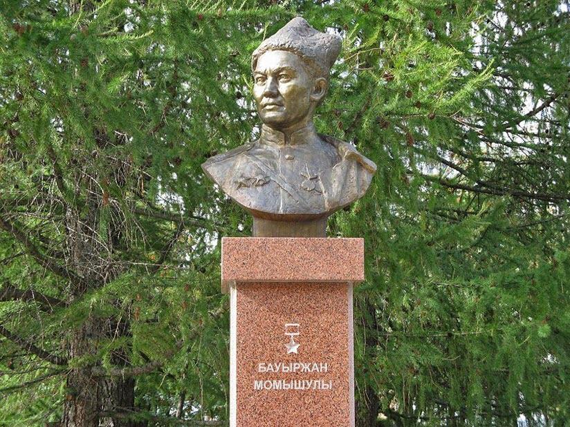 Памятник-бюст Бауыржану Момышулы