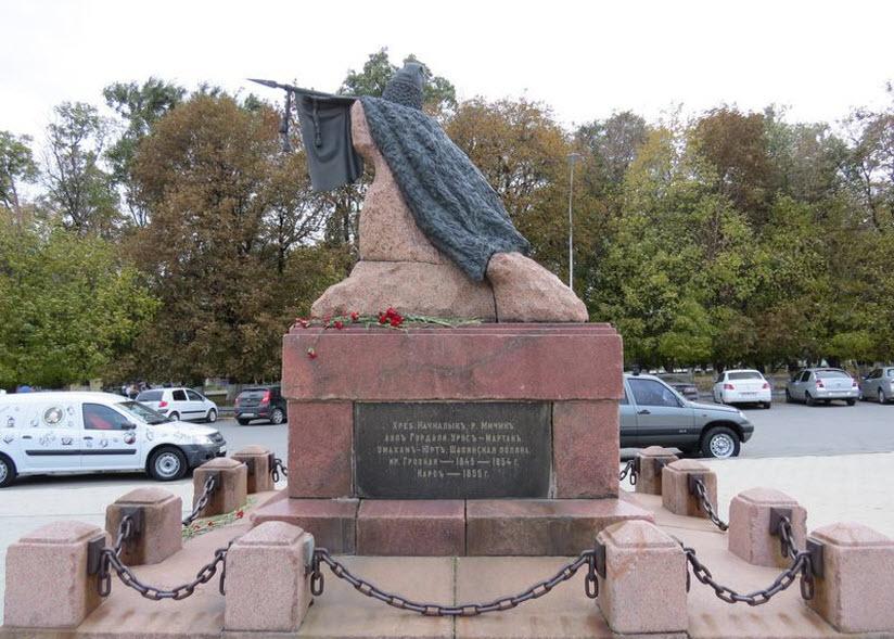 Памятник генерал-лейтенанту Бакланову