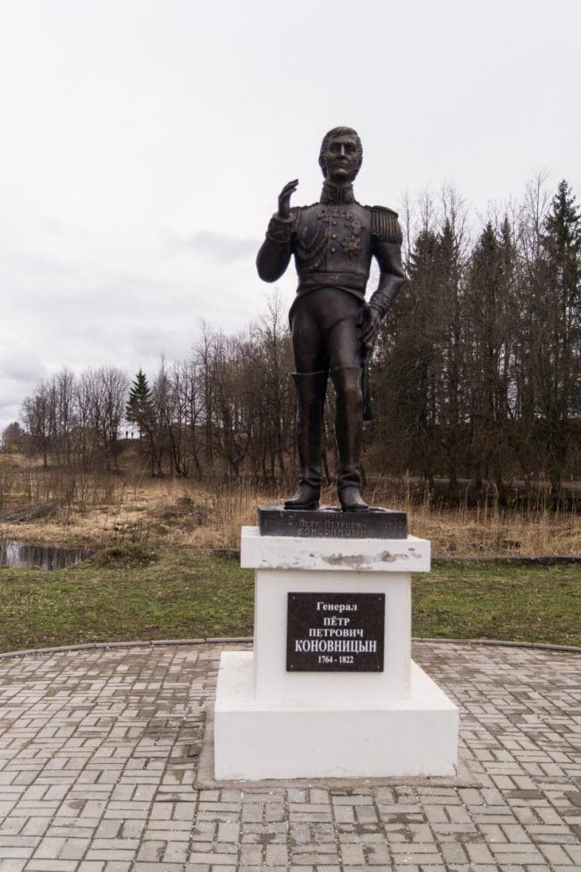 Памятник генералу П.П. Коновницыну