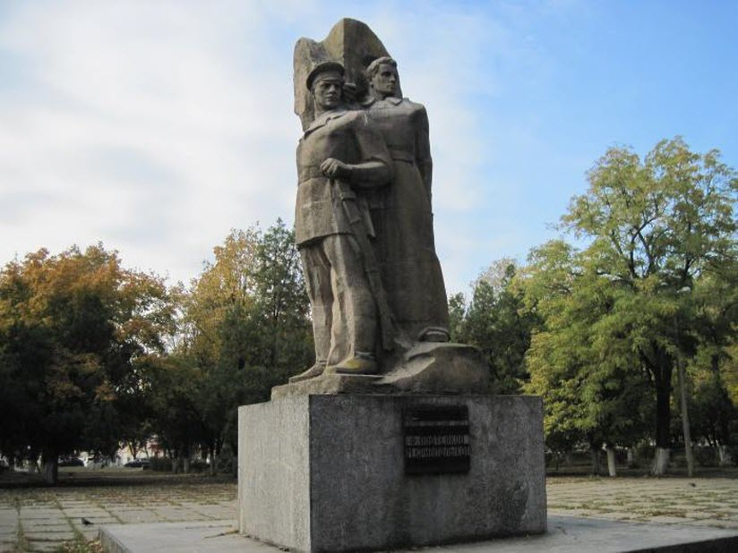Памятник Подтелкову и Кривошлыкову