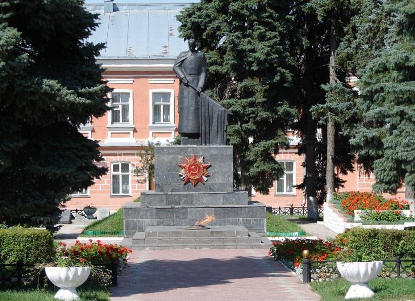 Площадь Революции. Мемориальный комплекс