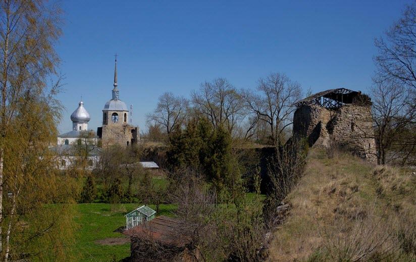 валы Порховской крепости