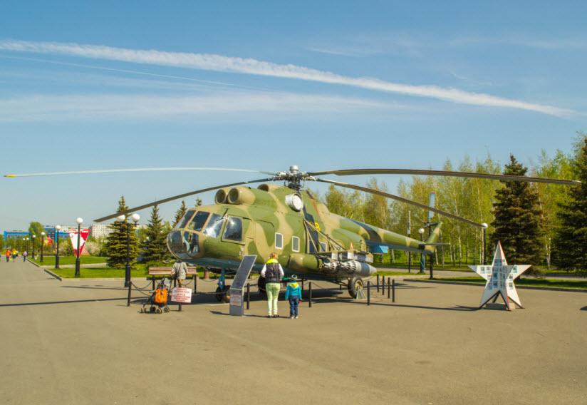 вертолет в парке