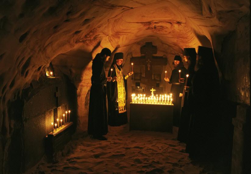 Богом Зданные Святые пещеры