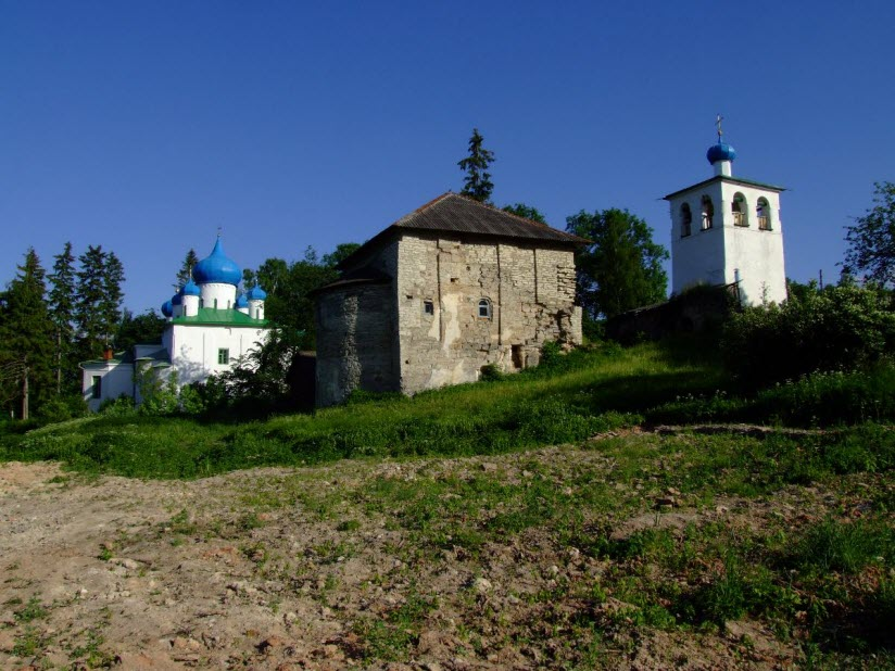 Храм Рождества и Трапезная церковь