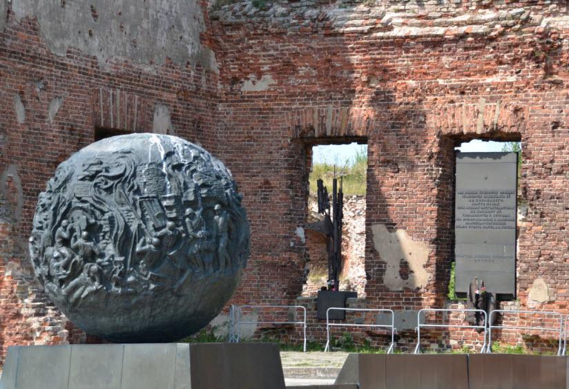 Мемориальный комплекс, посвященный защитникам крепости Орешек