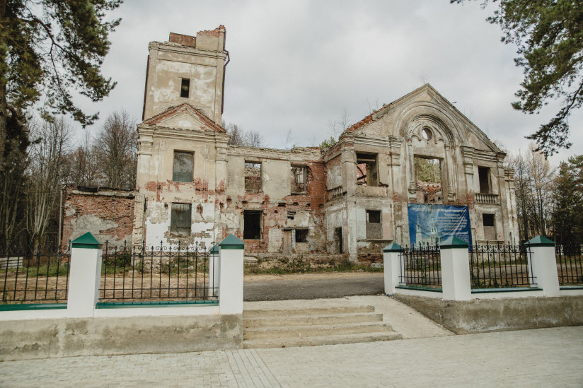 Никольский храм на погосте в Ровках