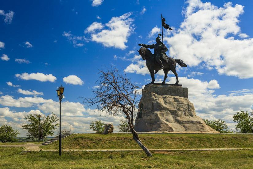 Памятник эмиру Волжской Булгарии Ибрагиму I бен Мухаммату
