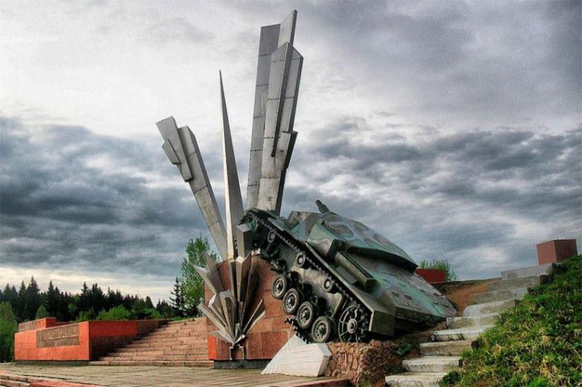 памятник героям саперам
