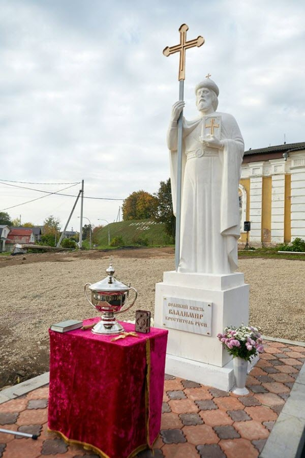 Памятник князю Владимиру Крестителю