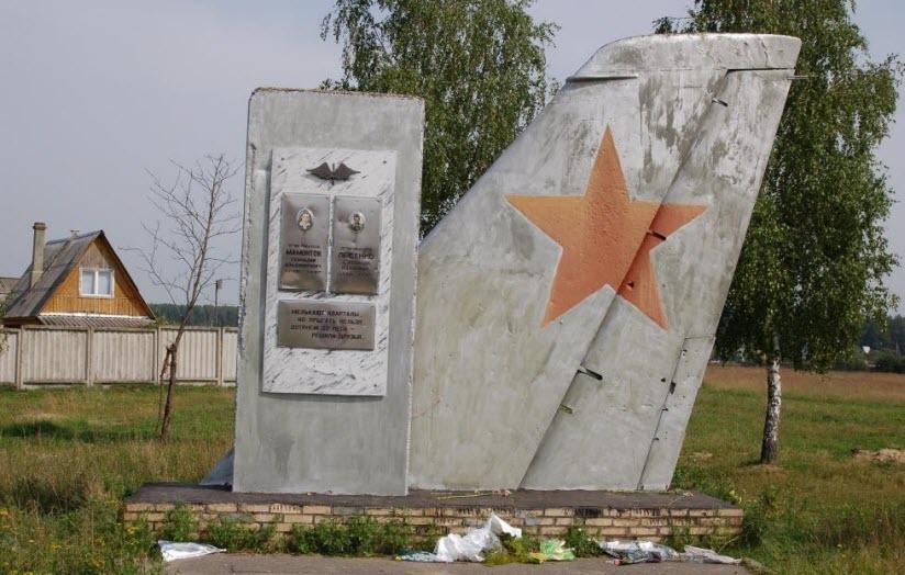 Памятник летчикам-испытателям «Крыло»