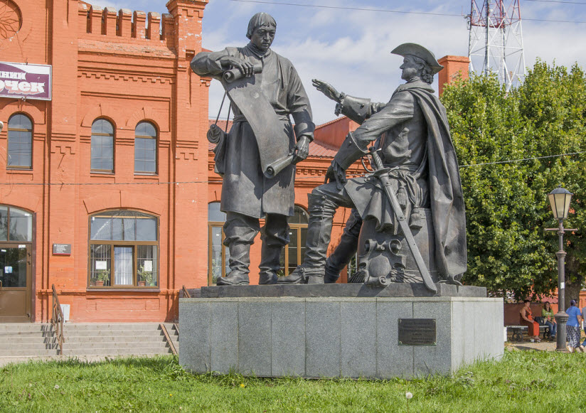 Памятник Петру I и Сердюкову