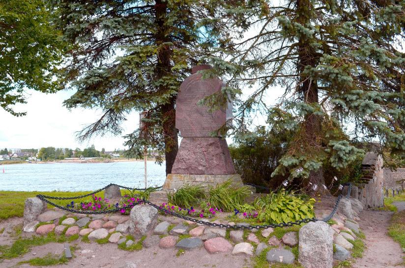Памятник погибшим революционерам