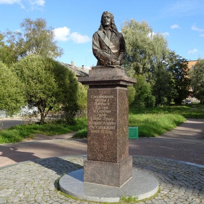 Памятник Савве Владиславичу-Рагузинскому