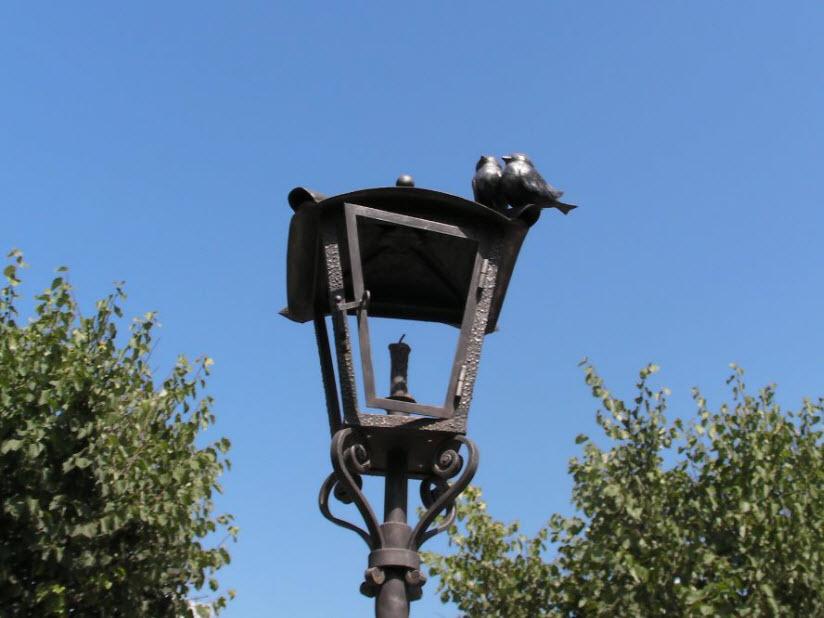 Памятник уличному фонарю