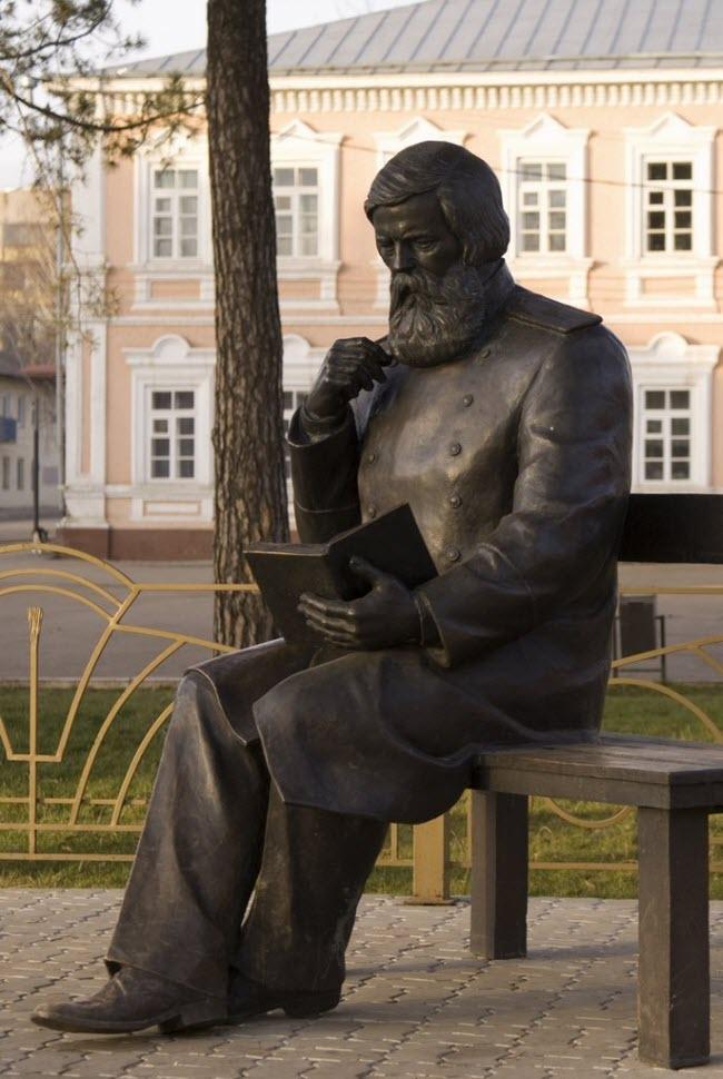 Памятник Владимиру Бехтереву