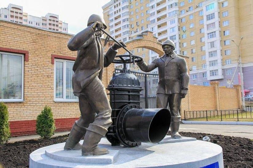 Памятник водопроводчикам