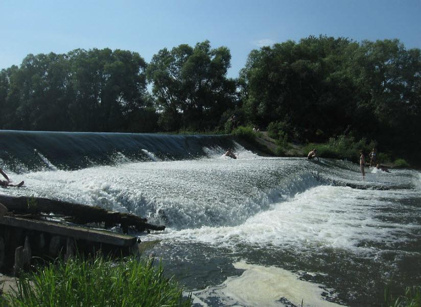 Плотина реки Осётр