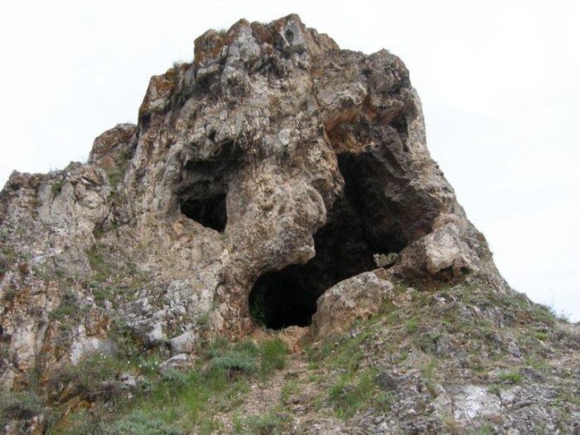 Три пещеры