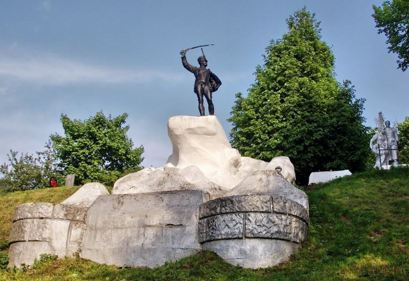 Памятник Дорохову
