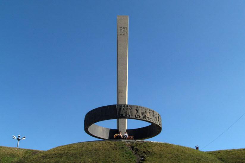 Памятник «Дружбы народов республики»