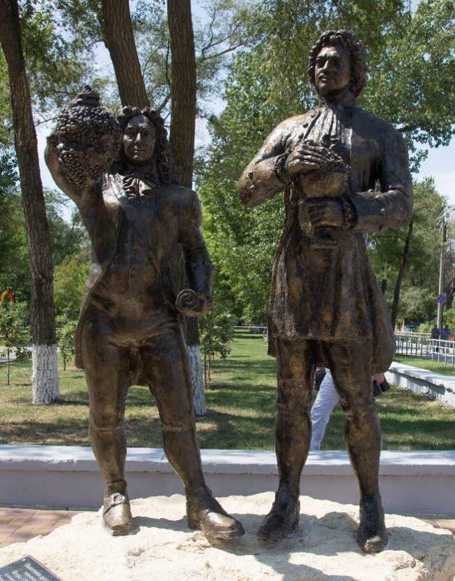 Памятник дружбы Петра Первого и Дмитрия Кантемира