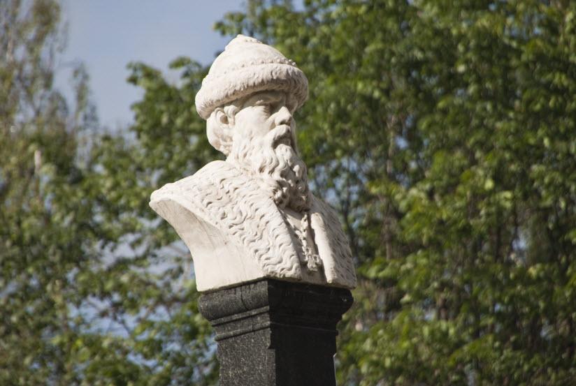 Памятник князю Василию I
