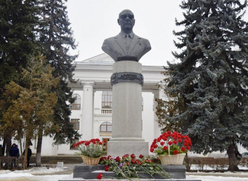 Памятник Николаю Докторову