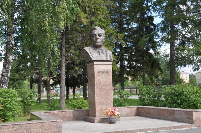 Памятник Окуневу И.В.