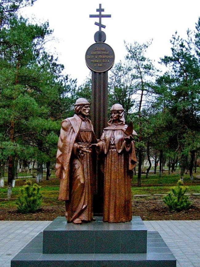 Памятник свв. Петру и Февронии Муромским