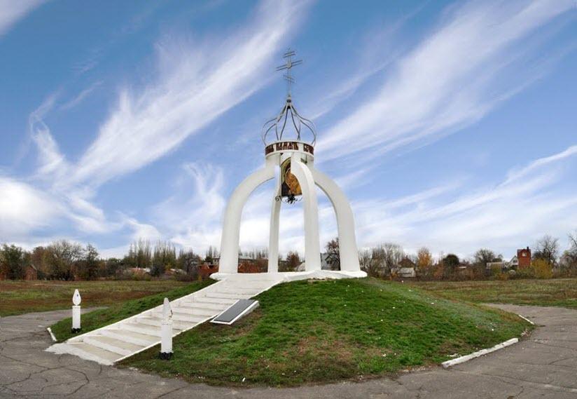 Памятник ушедшим поколениям