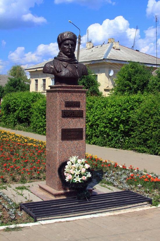Бюст генерал-лейтенанта М. Ефремова