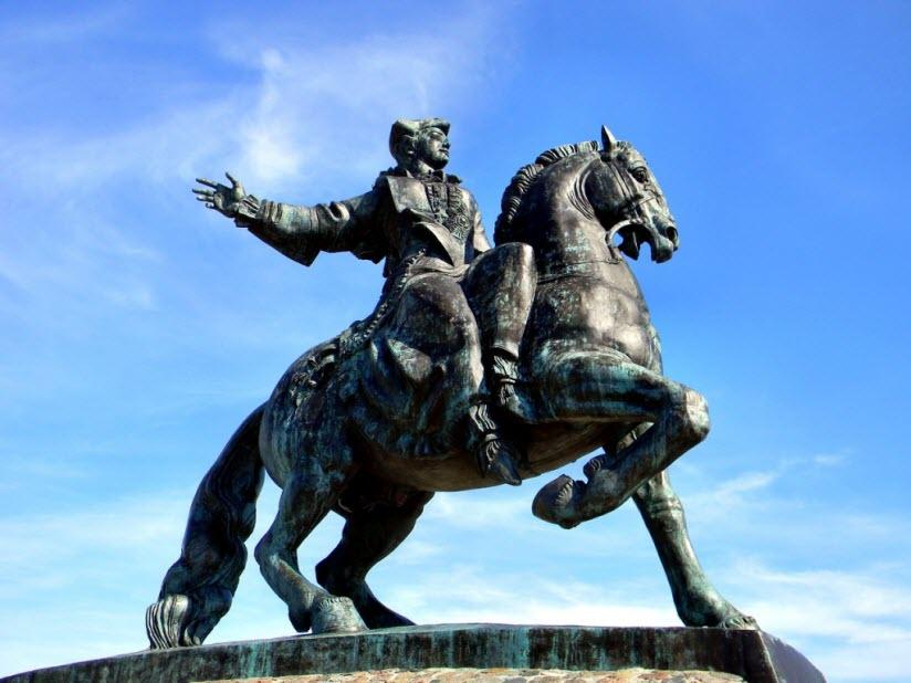 Монумент императрице Елизавете Петровне