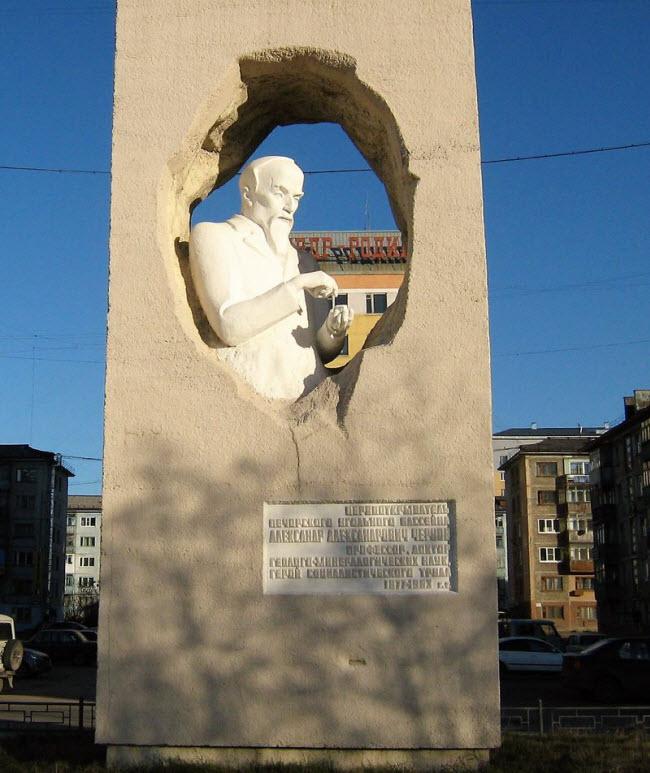 Памятник А. Чернову