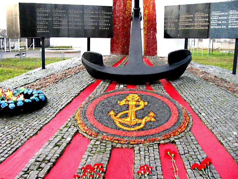 Памятник морским пехотинцам