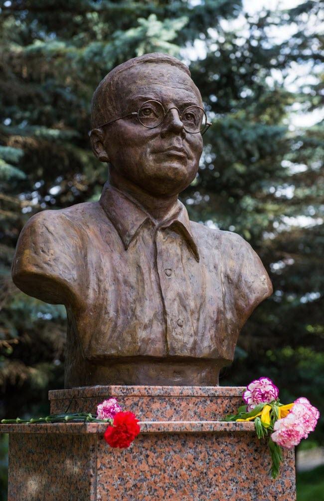 Памятник Н. Заболоцкому