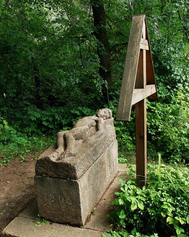 Памятник на могиле В. Борисова-Мусатова