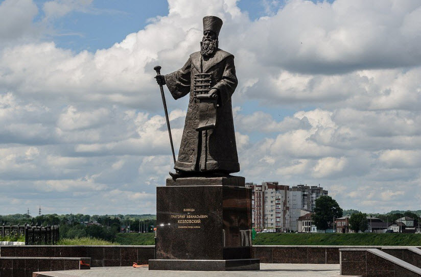 Памятник воеводе Григорию Козловскому