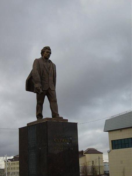 Памятник геологу Ф.К. Салманову
