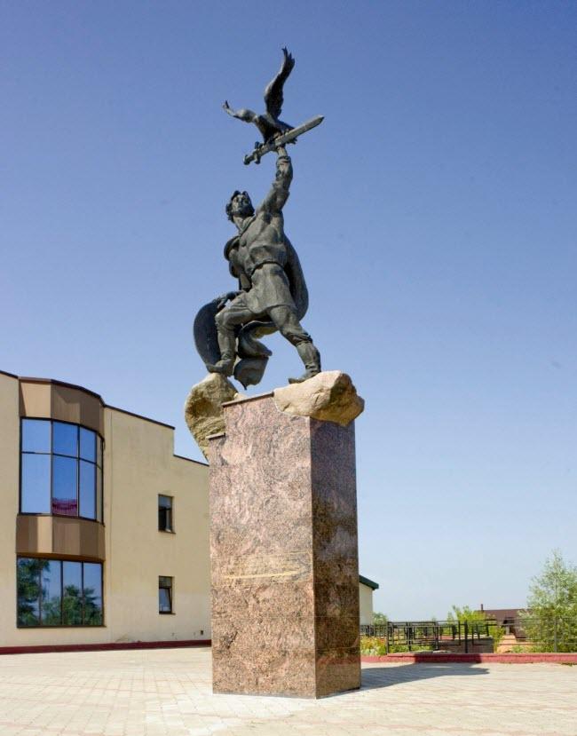 Памятник князю Владимиру Храброму