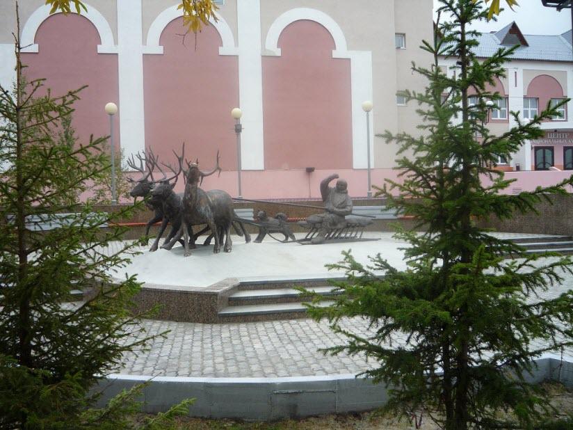 Памятник Коренным малочисленным народам Севера