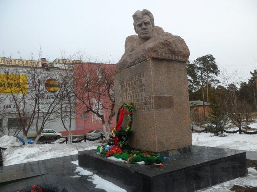 Памятник С.Б. Погодаеву