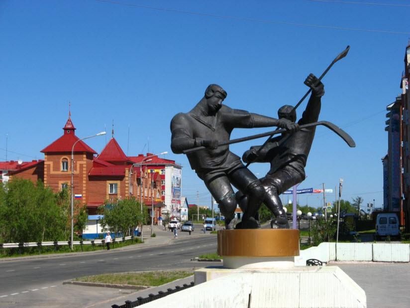 Скульптура «Хоккеисты»