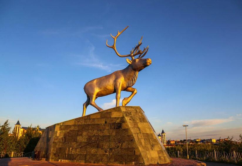 Скульптура «Северный олень»